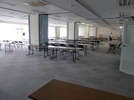 会場設営前1.JPG